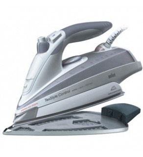 Braun 770 -Si18895 Steam Iron 220Volts